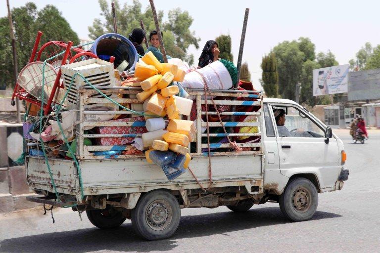 نازحون فروا من قندهار بسبب القتال بين حركة طالبان وقوات الأمن الأفغانية. المصدر: إي بي إيه/ محمد صادق.