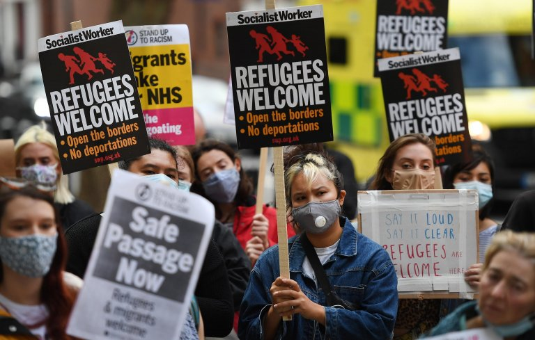 From file: Pro-migrants protesters demonstrate outside the Home Office in London, Britain, August 25, 2020 | Photo: EPA/ANDY RAIN