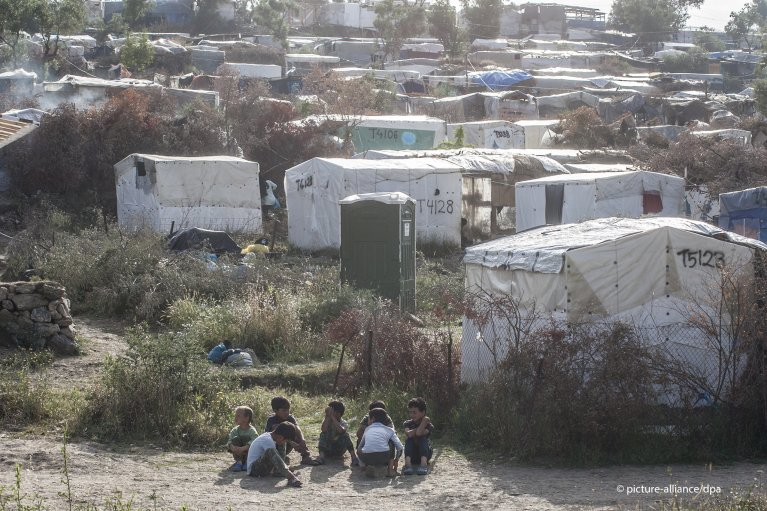 More than 15,000 people live in the Moria camp, which was designed for around 2,800 people. Lesbos, 12 June 2020 | Photo: picture-alliance/G. Siamidis