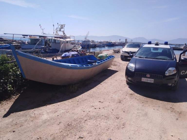 Archive: a boat on which three Algerians were found, intercepted by Italian finance police off Teulada, Sardinia. The migrants were taken to the initial reception center in Monastir, in the province of Cagliari |Photo: ANSA