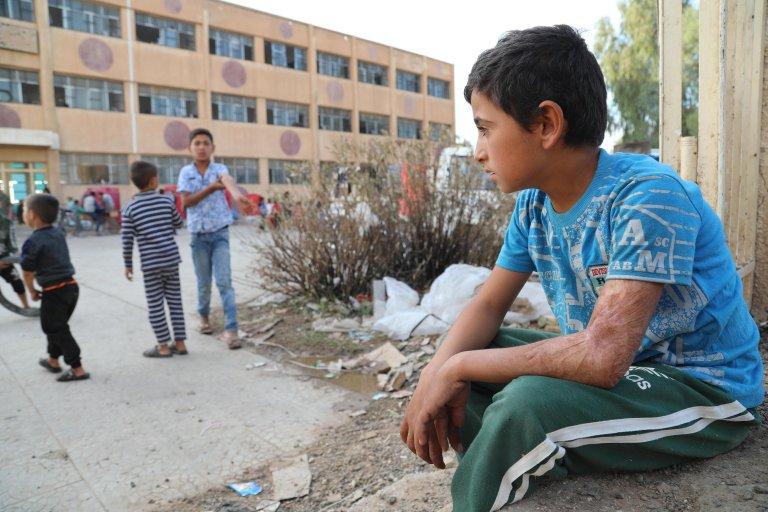 ANSA / أطفال من الكرد نازحون يلعبون في ملجأ مؤقت في مبنى مدرسي بمدينة تل تمر، بعد هروبهم من مسقط رأسهم في مدينة رأس العين السورية. المصدر: إي بي إيه.