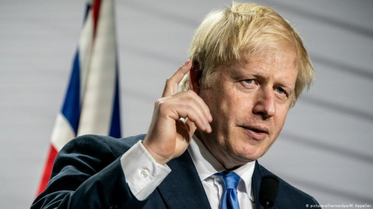 Johnson has to tread a fine line between pandering to voters and establishing viable immigration policies after Brexit | PHOTO: picture-alliance/dpa/M. Kapeller