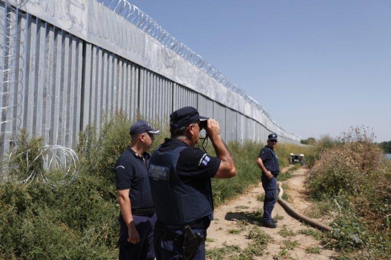 مرزبانان یونانی در مزر با ترکیه، اگست ۲۰۲۱. عکس:  EPA/DIMITRIS TOSIDIS