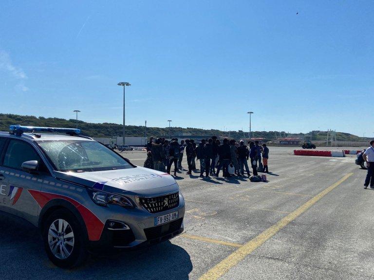 Un groupe de migrants secourus dans la Manche par les autorités françaises au port de Boulogne-sur-Mer, le 8 septembre 2021. Crédit : InfoMigrants