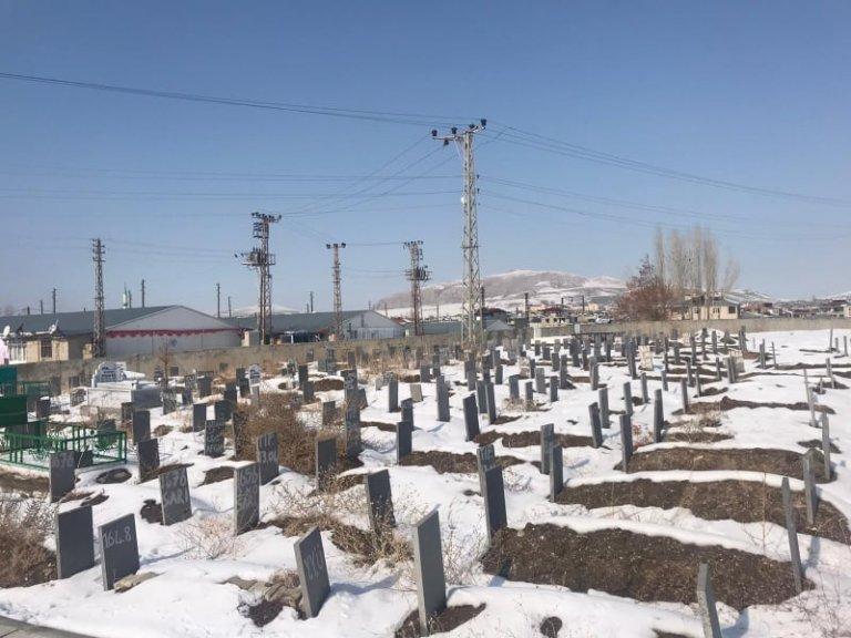 Photo: Mahdi Heydari/ در شهر وان ترکیه، پناهجویان گمنام در یک گورستان دفن شده اند.