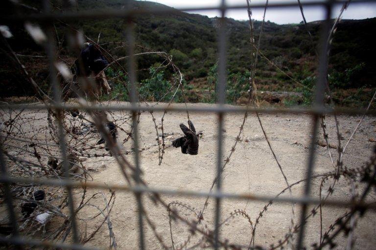 Une clôture de six mètres de haut cerne l'enclave espagnole de Ceuta en territoire marocain. Crédit : REUTERS/M. Martin