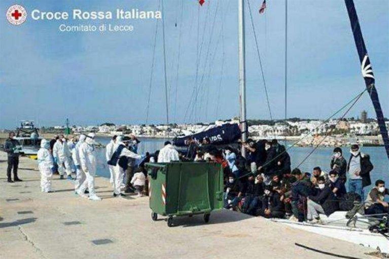Les migrants ont parcouru plus de 1 000 kilomètres en mer pour rejoindre l'Italie depuis la Turquie. Crédit : Croix-Rouge italienne