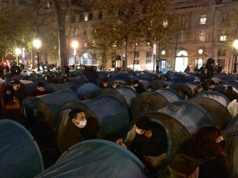 A migrant encampment briefly set up at Place de la République in Paris on Nov. 23, 2020 | Photo: Utopia 56