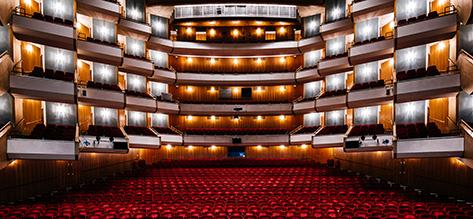 نمایی از اپرای هامبورگ. عکس از: نماگرفت صفحه اصلی اپرای هامبورگ در آلمان.