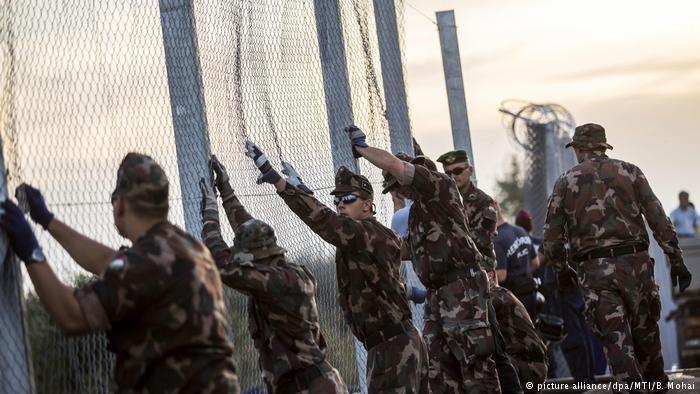 La clôture qui sépare la Hongrie et la Serbie. Crédit : Picture Alliance / dpa / MTI / B. Mohai