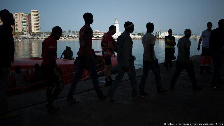 مهارجرون في ميناء مالقة الإسباني