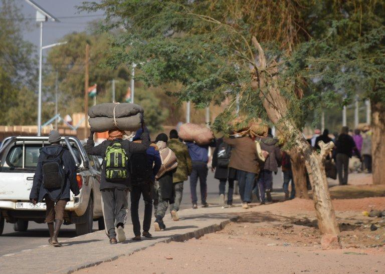 مهاجرون يمرون عبر النيجر/ الصورة: مهدي شبيل