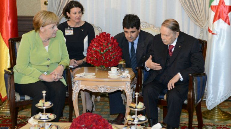 AFP  Angela Merkel (à gauche) et son homologue algérien Abdelaziz Bouteflika (à droite), le 17 septembre 2018.