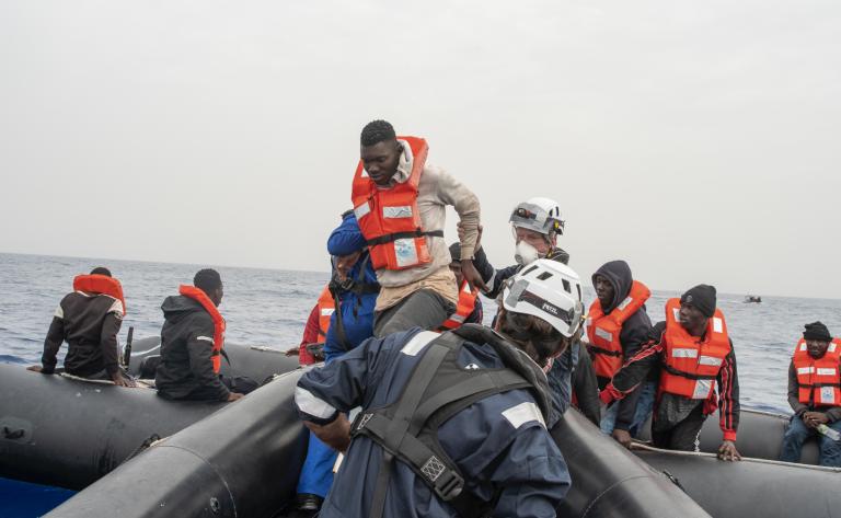 En deux jours, le navire humanitaire Sea Watch 4 a secouru 121 personnes au large de la Libye. Crédit : Sea-Watch