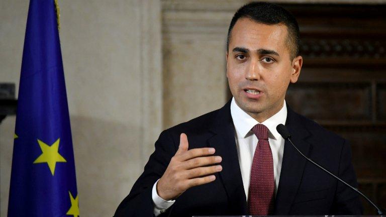 """Le ministre des Affaires étrangères Luigi Di Maio a présenté un décret pour accélérer les procédures de rapatriement vers 13 pays """"sûrs"""". Crédit : Reuters"""