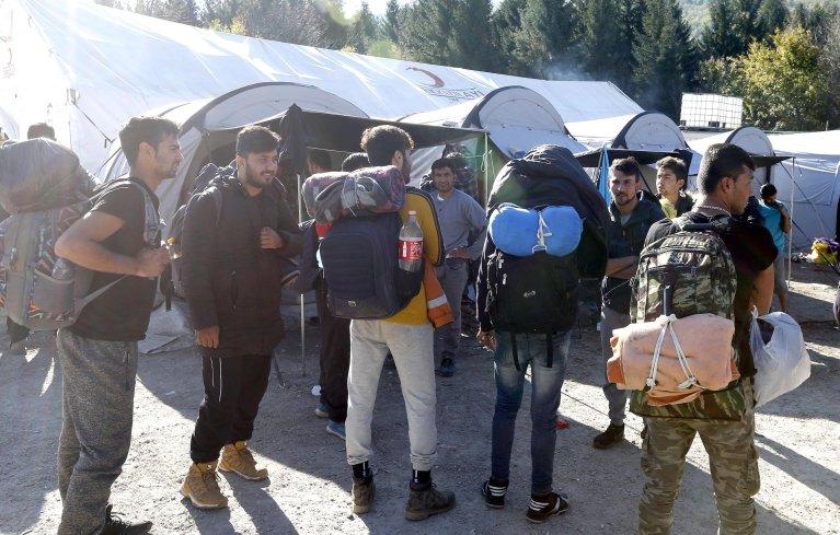 ANSA / محطة في البوسنة والهرسك لمجموعة من المهاجرين على طريق البلقان. المصدر: إي بي إيه / فهيم دامير.