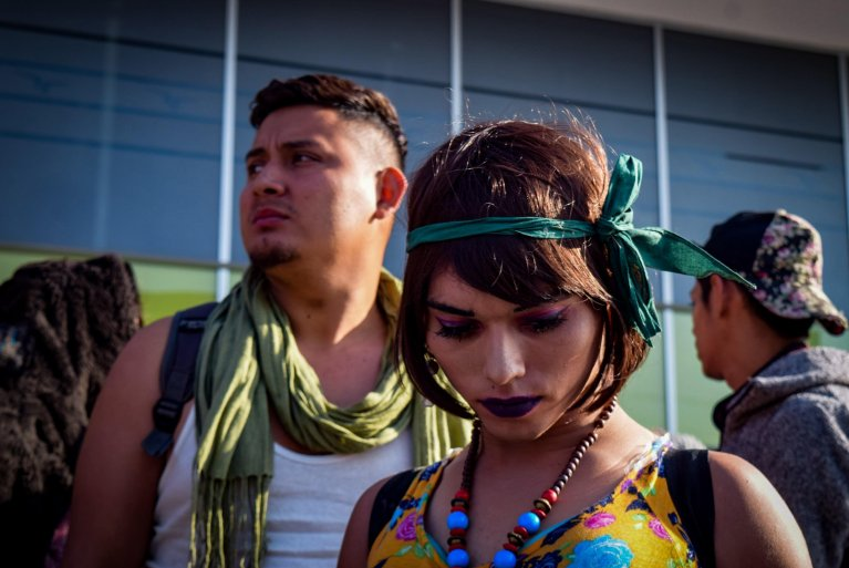 A group LGBT people in the border city of Tijuana, Mexico, on their way to ask for asylum to the United States | Photo: EPA/JOEBETH TERRIQUEZ