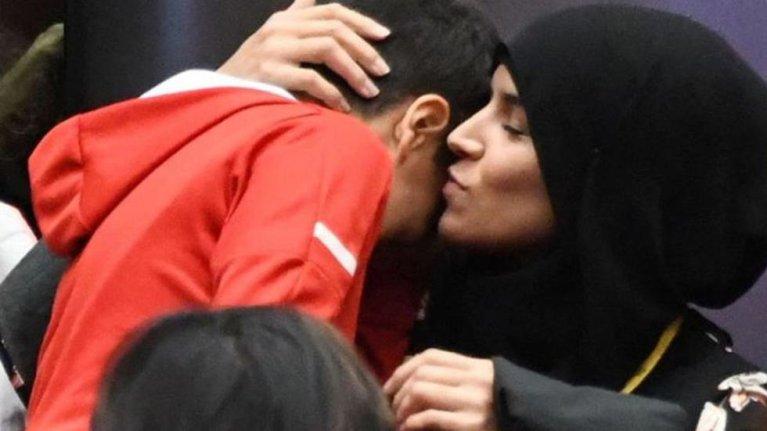 المرأة المحجبة التي طلب منها خلع الحجاب في مجلس محلي بفرنسا (فيسبوك لو باريزيان)