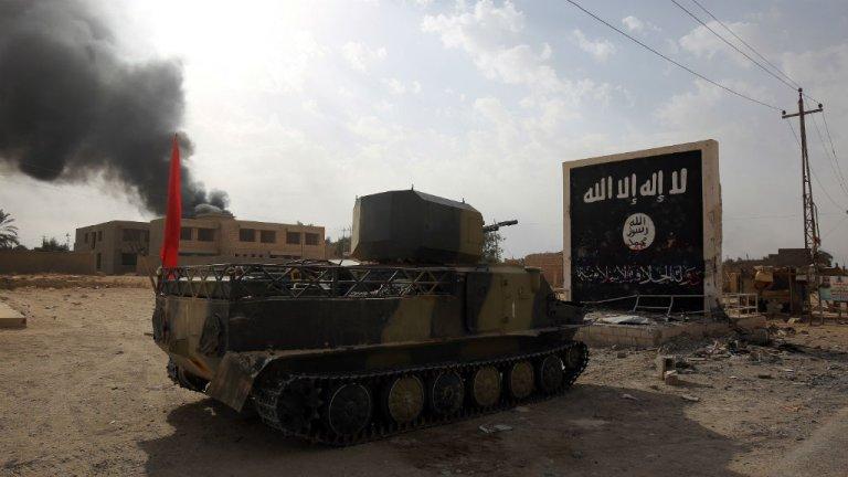Ahmad al-Rubaye, AFP |Un char de l'armée irakienne entre dans la ville d'Al-Qaim, en Irak, où elle combat des poches de résistance de l'EI, le 3 novembre 2017.