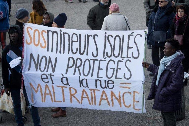 Dix associations et ONG appellent l'État français à respecter la Convention internationale des droits de l'enfant. Crédit : AFP