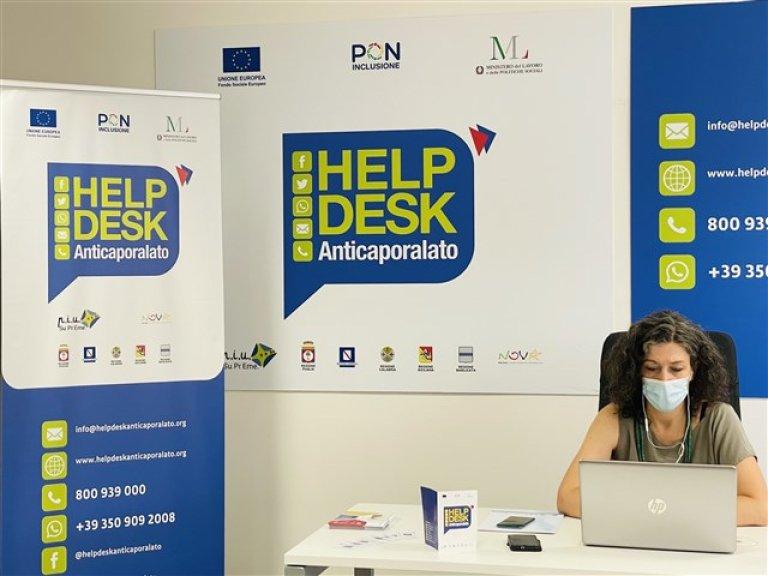 An anti-gangmastering help desk operator at work | Source: Migrant Integration website via ANSA