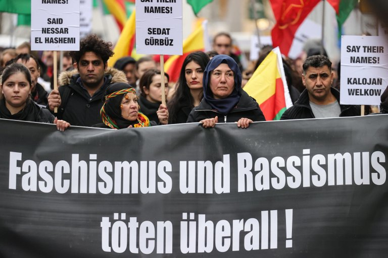 People hold a banner reading 'Fascism and Racism Kill Everywhere!' as they march in a protest against the racist terror attack in Hanau, Germany, 22 February 2020 | Photo: EPA/ARMANDO BABANI