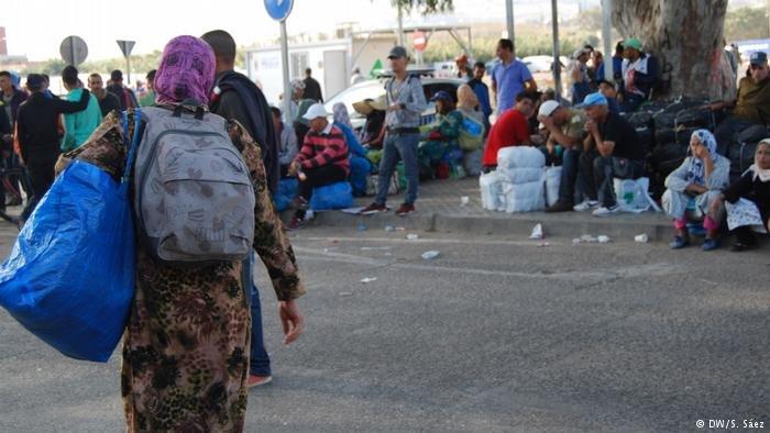 مئات المهاجرين العالقين في اليونان يسعون للقدوم إلى أوروبا الغربية سيرا على الأقدام