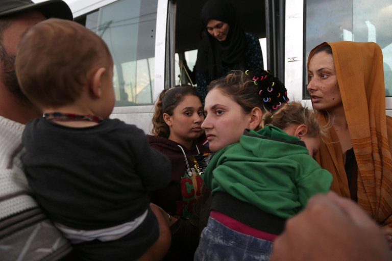 Syrians who fled the Turkish military operation in Syria as they arrive at Bardarash refugee camp in Iraq | Photo: EPA/GAILAN