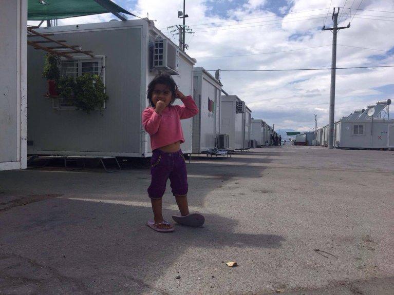 2 500 personnes vivent dans le camp de Skaramagas, dans la banlieue d'Athènes, en Grèce. Crédit : Charlotte Boitiaux