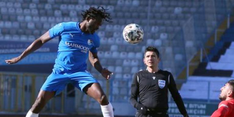 """""""Sur 6 000 jeunes, seuls trois ou quatre vont percer dans le football professionnel"""", affirme Johanna Omolo. Crédit : Capture d'écran d'un reportage de la DW"""