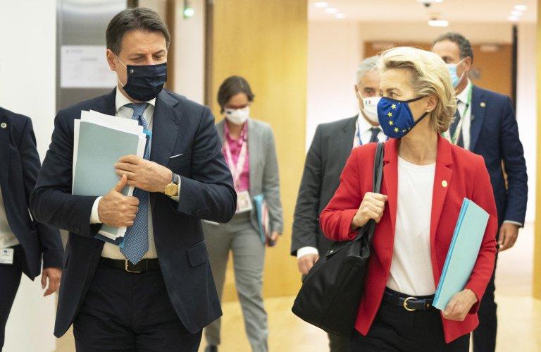 رئيس الوزراء الإيطالي جوزيبي كونتي ورئيسة المفوضية الأوروبية أورسولا فون دير لاين في بروكسل. المصدر: أنسا.