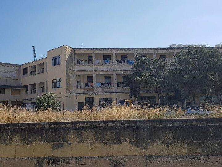 Environ 1 400 migrants sont détenus dans les deux centres de Marsa (photo) et Hal Safi à Malte. Crédit : Anne-Diandra Louarn / InfoMigrants (Archive)