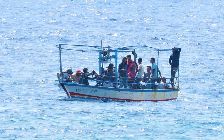 A migrant boat reaches the port of Lampedusa. August 9, 2020 | Photo: ANSA/ELIO DESIDERIO