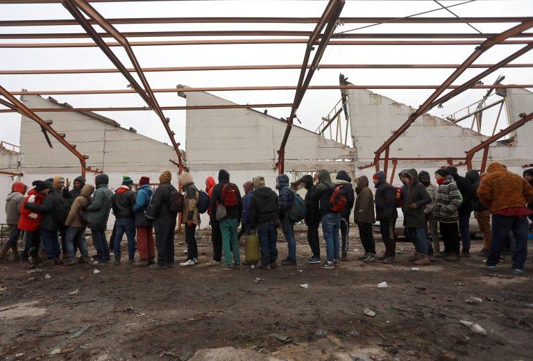 À Sid, en Serbie, de nombreux migrants attendent de pouvoir passer la frontière croate. Crédit : Reuters