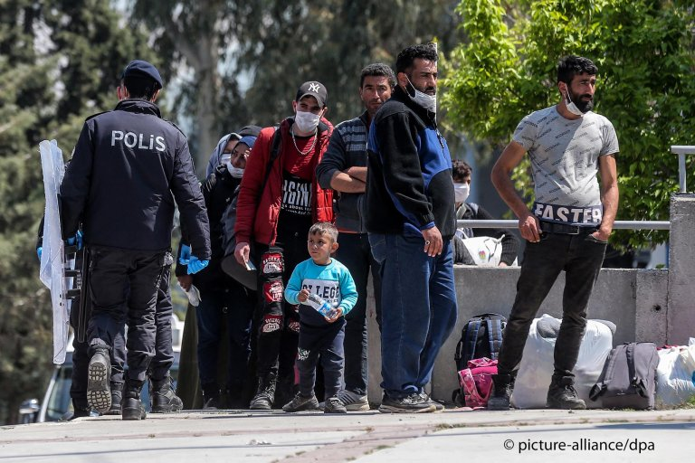 From file: Refugees at the bus terminal in Izmir, Turkey on April 14, 2020 | Photo: Picture-alliance
