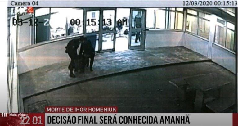 Capture d'écran du JT portugais sur la mort d'Ihor Homeniuk, le 12 mars 2020, dans le centre de rétention de l'aéroport de Lisbonne.