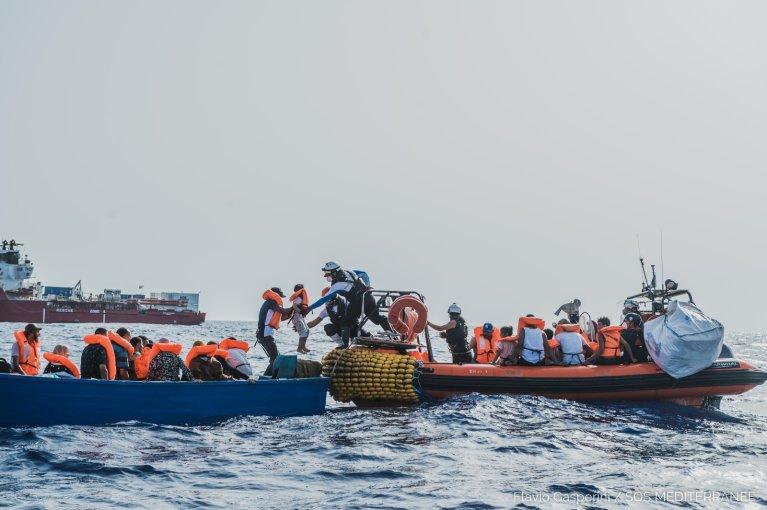 کشتی نجات «اوشین وایکینگ» روز پنجشنبه ۱ جولای بیش از ۴۰ مهاجر را در برابر ساحل لیبیا نجات داد. عکس: SOS Méditerranée