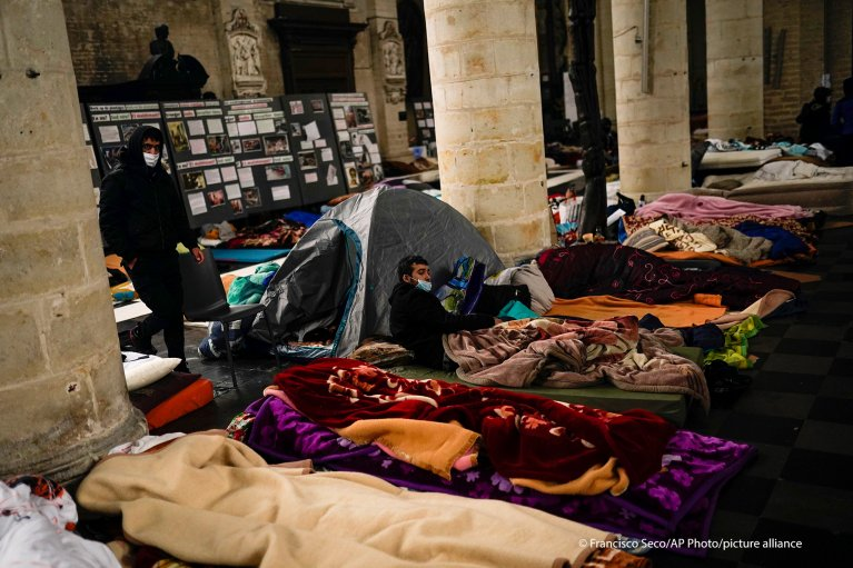 Migrants occupy the Beguinage church in Brussels, demanding dialogue with the government over regularization | Photo: AP Photo/F. Seco