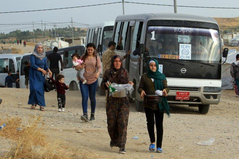 رويترز  عائلات سورية تفر من الهجوم التركي على أراضيها وتصل إلى مخيم لاجئين في بردرش على مشارف دهوك، العراق 25 أكتوبر/ تشرين الأول 2019.