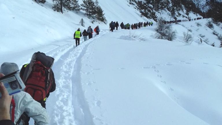 """Une """"cordée solidaire"""" avait été organisée en décembre 2017 au col de l'Échelle pour alerter des dangers du passage de la frontière franco-italienne. Crédit : Rafaël Flichman/ La Cimade"""