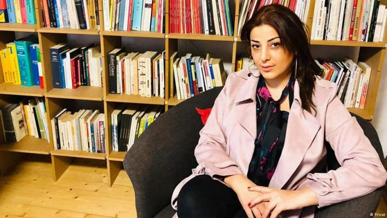 """Rabab Haidar is a writer. She was living and working in Damascus as a translator, columnist and novelist. She is a member of the Syrian Women's Network and a guest author for """"10 nach 8""""   Photo: Private photo / DW"""