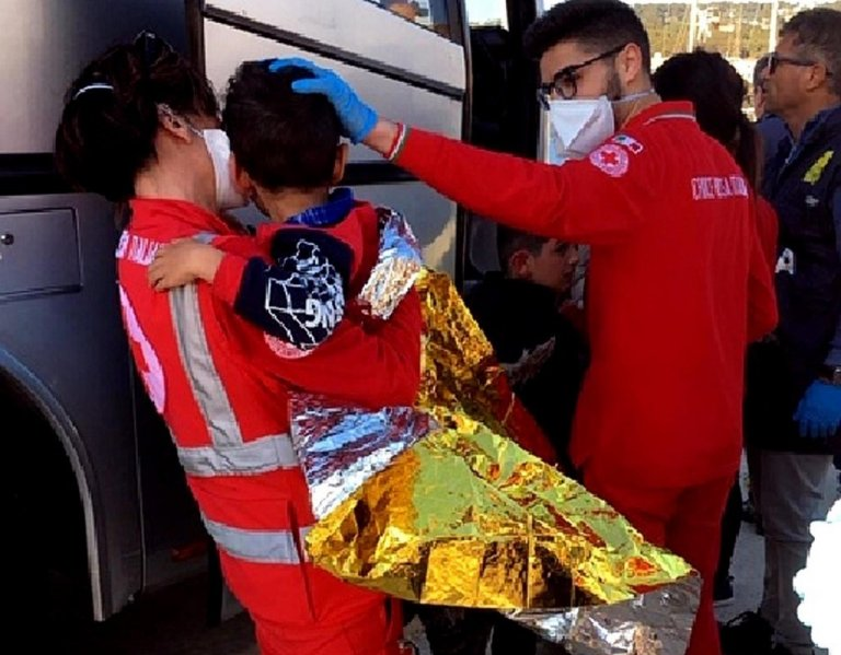 A minor being assisted by the Red Cross after arriving in southern Italy | Photo: ANSA/Red Cross Italy