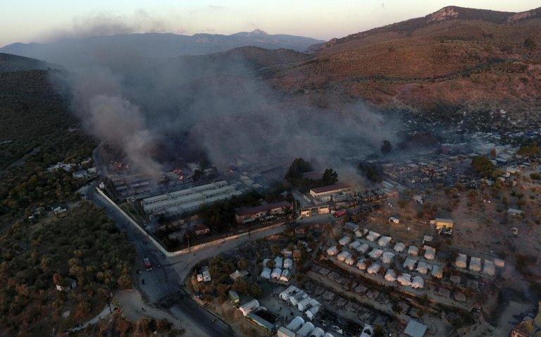 AP Photo/Panagiotis Balaskas |Une vue aérienne du camp de réfugiés de Moria sur l'île de Lesbos après sa destruction par un incendie.