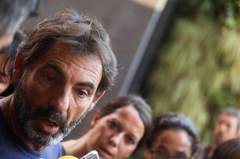 أوسكار كامبس، مؤسس بروأكتيفا أوبن آرمز، خلال حديثه مع الصحفيين في مدريد، 14 آب/أغسطس 2019. رويترز