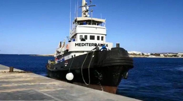 Le Mare Jonio quitte Lampedusa, le 7 mai 2019. Crédit : TWitter / @RescueMed