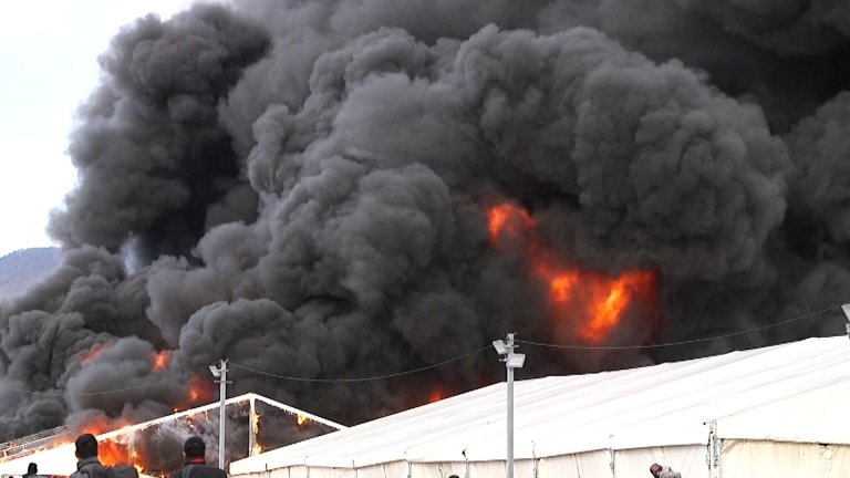 Un incendie a complètement détruit le camp de Lipa, en Bosnie. Crédit : Reuters