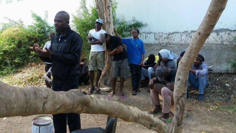 بعض المضربين عن الطعام في مجمع المرسى في تونس/ حقوق الصورة المنتدى التونسي للحقوق الاقتصادية والاجتماعية