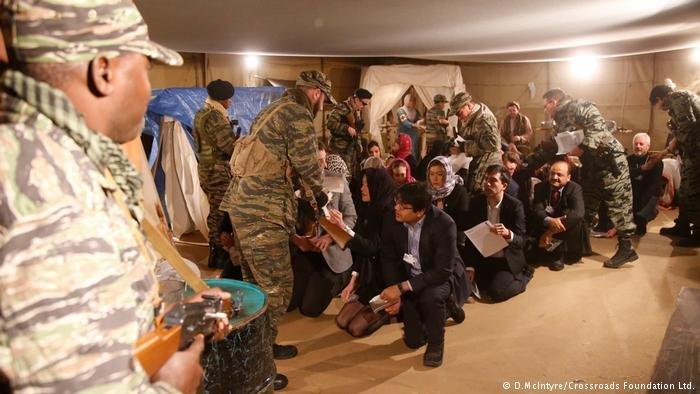 يمكن لكبار الشخصيات العالمية أن تعيش يوماً في حياة لاجئ في مدينة دافوس التي يعقد فيها المؤتمر الاقتصادي العالمي