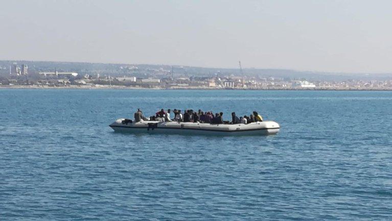 مجموعة مهاجرين أثناء وصولهم إلى ميناء بوزالو في صقلية. ANSA\أرشيف