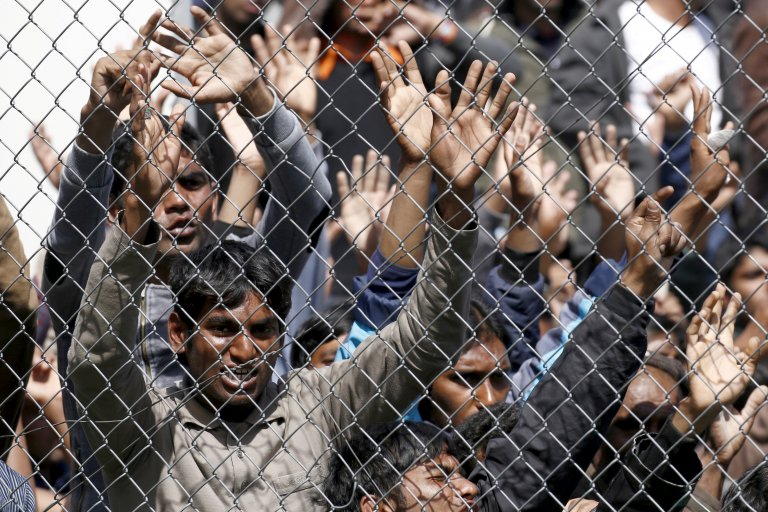 Des migrants sur l'île de Lesbos, en Grèce (archive 2016). Crédit : Reuters